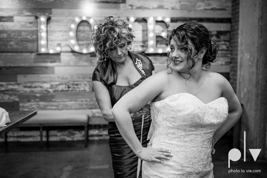 potts wedding hickory street annex dallas texas tx bride groom couple floral blues fabulous lighting donuts cake Tara Todd Sarah Whittaker Photo La Vie-5.JPG