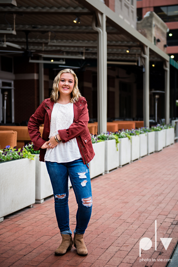 Senior session downtown fort worth water gardens DFW texas flute band urban skyrise sundance square philip johnson fall autumn Sarah Whittaker Photo La Vie-2.JPG