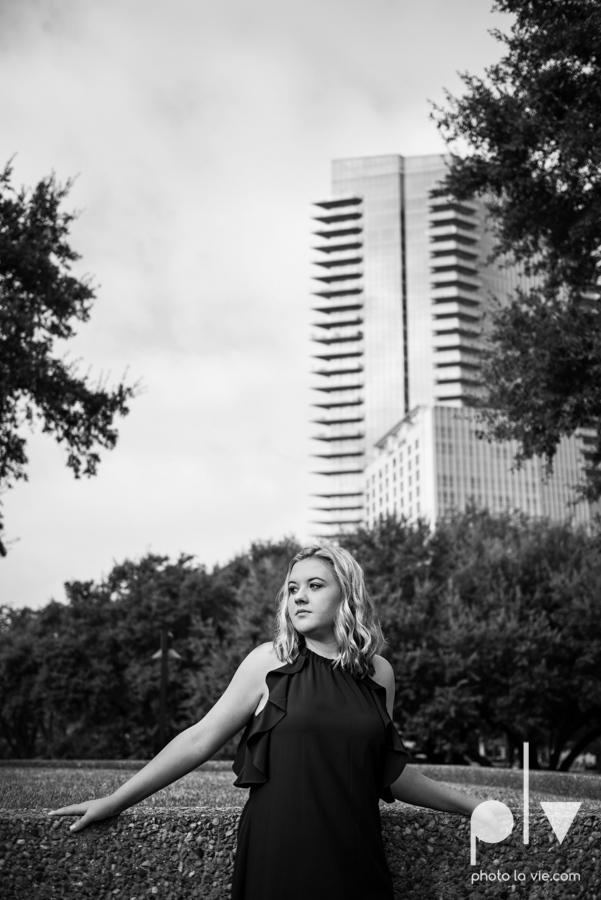 Senior session downtown fort worth water gardens DFW texas flute band urban skyrise sundance square philip johnson fall autumn Sarah Whittaker Photo La Vie-10.JPG