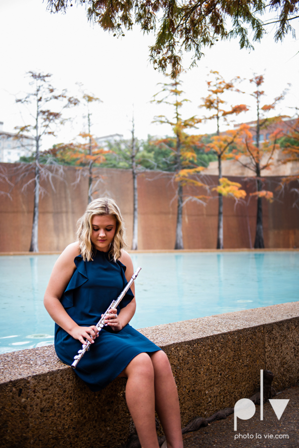 Senior session downtown fort worth water gardens DFW texas flute band urban skyrise sundance square philip johnson fall autumn Sarah Whittaker Photo La Vie-13.JPG