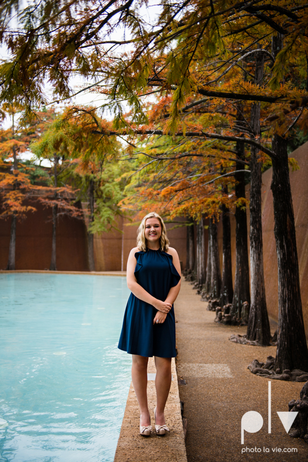 Senior session downtown fort worth water gardens DFW texas flute band urban skyrise sundance square philip johnson fall autumn Sarah Whittaker Photo La Vie-17.JPG