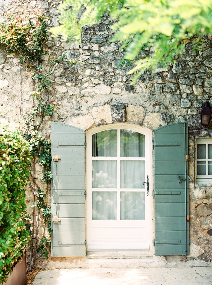 mas-de-la-rose-provence-france-destination-film-wedding-photographer-4561_03.jpg