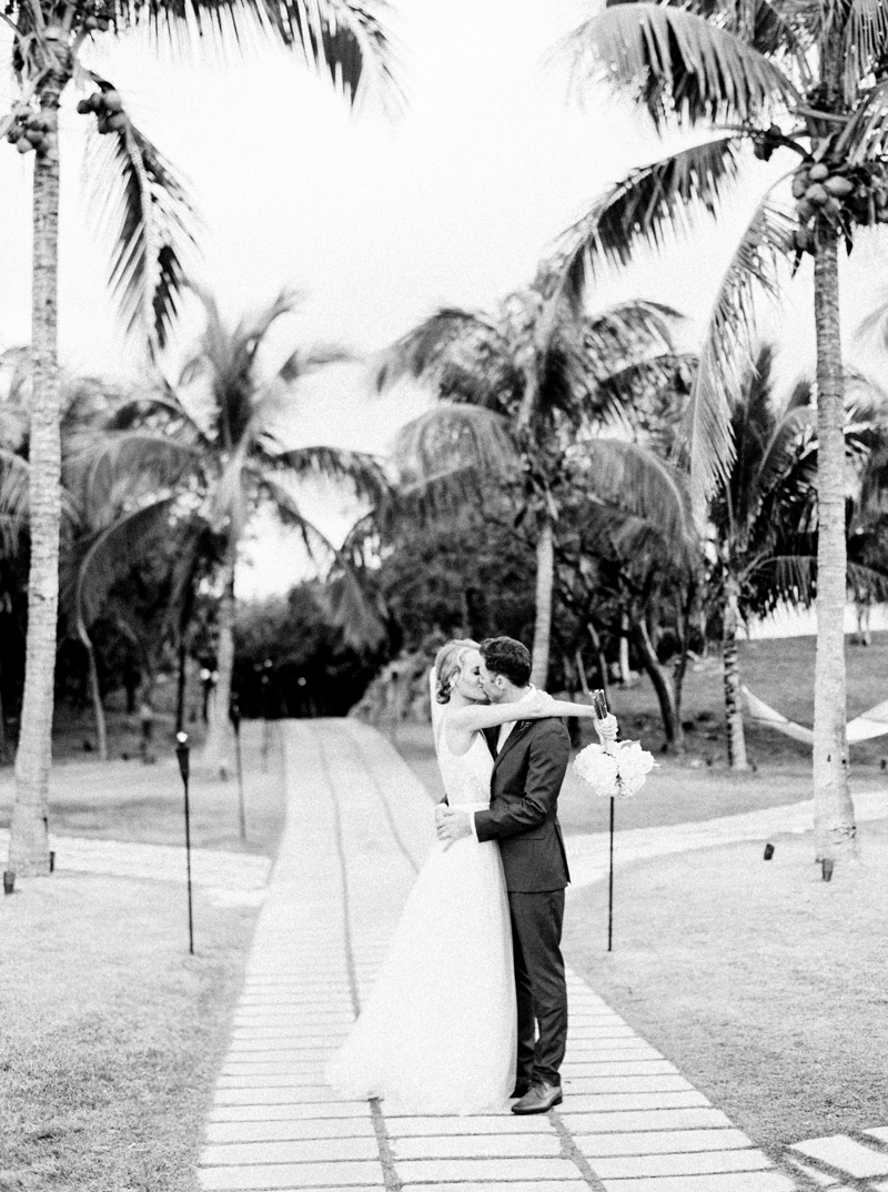 Destination_Film_Wedding_Photographer- The_Cove_Bahamas_0289.jpg