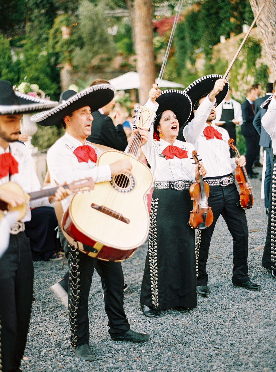mariachi band at wedding