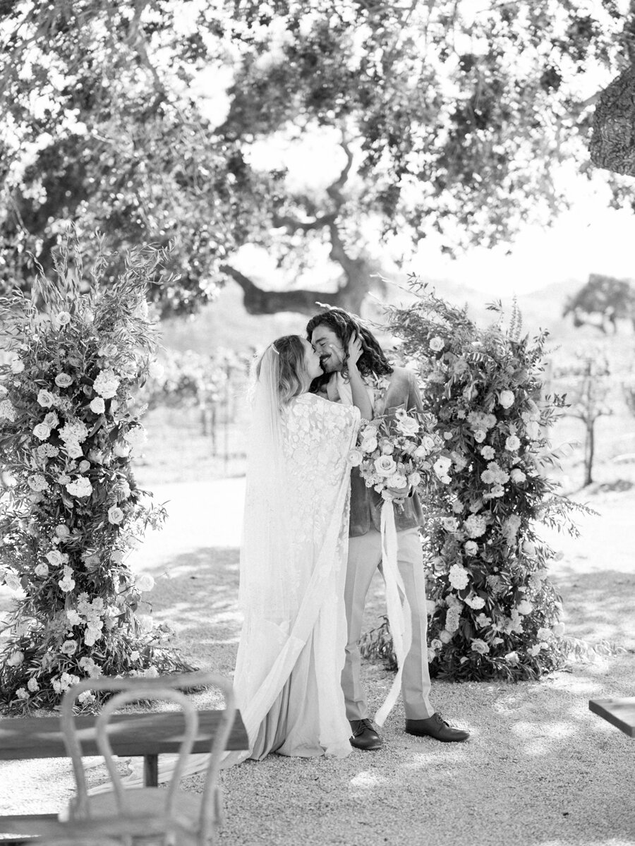 sunstone-winery-wedding-santa-ynez-wedding-photographer-hunter-ryan-photo-italian-villa_0951.jpg