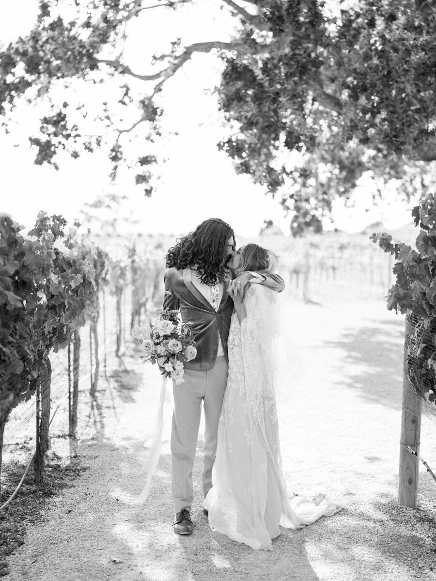 sunstone-winery-wedding-santa-ynez-wedding-photographer-hunter-ryan-photo-italian-villa_0953.jpg