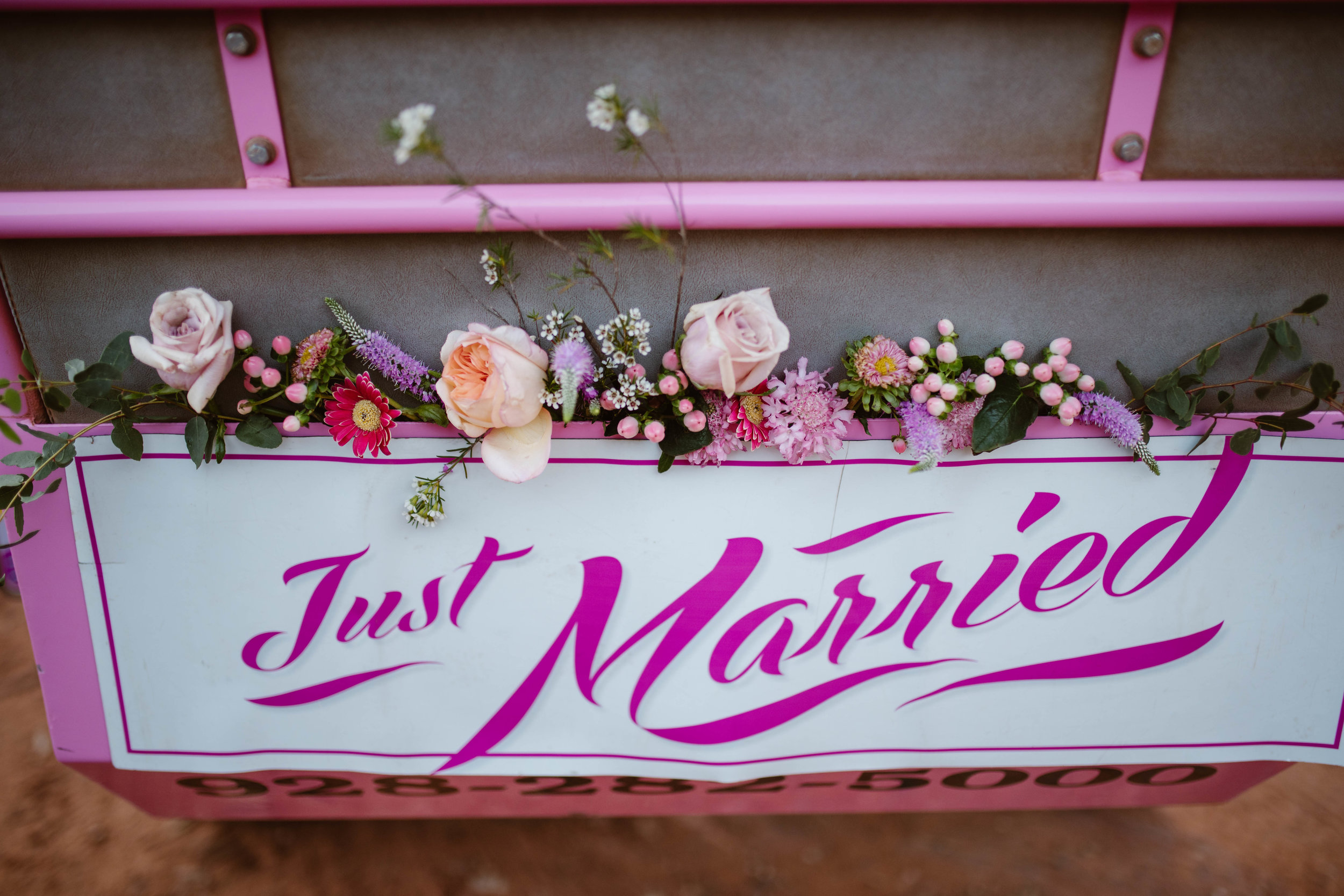 pink-jeep-elopement-photographer