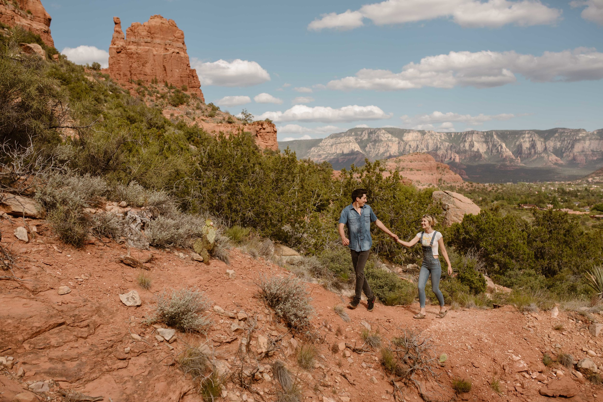 sedona-hiking-couples-session