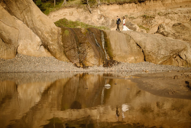 hug-point-elopement-photographer