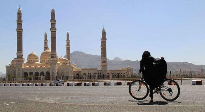 WOMEN IN YEMEN RIDING BIKES (article)