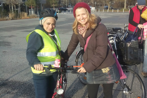 TEACHING SYRIAN REFUGEES HOW TO CYCLE (article)