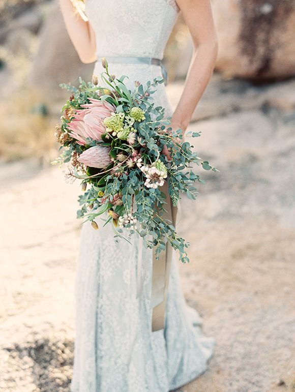 florals by  Clementine Botanical Art  // photo by  Mint Photography