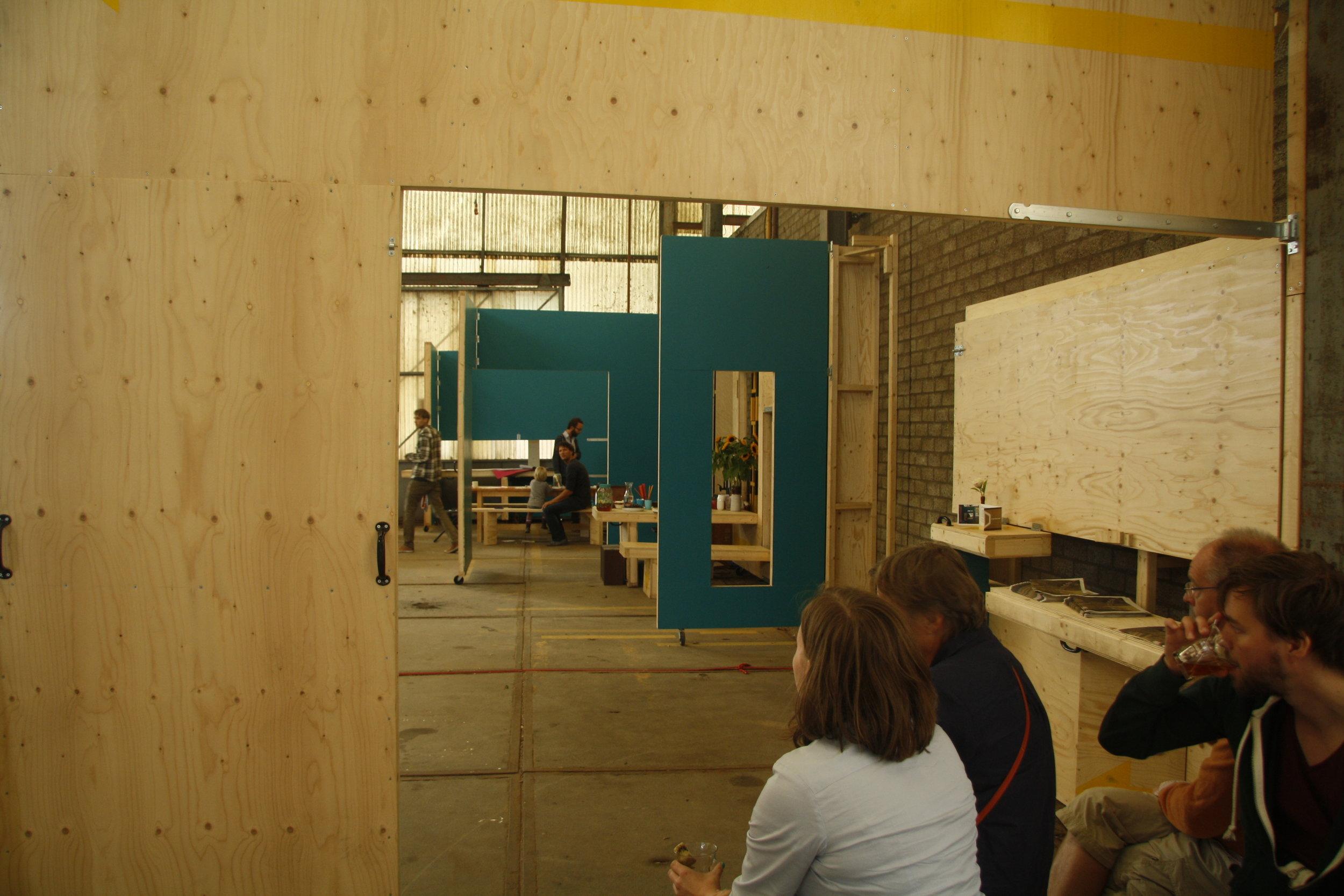 fabrikaat op honigcomplex 3.jpg