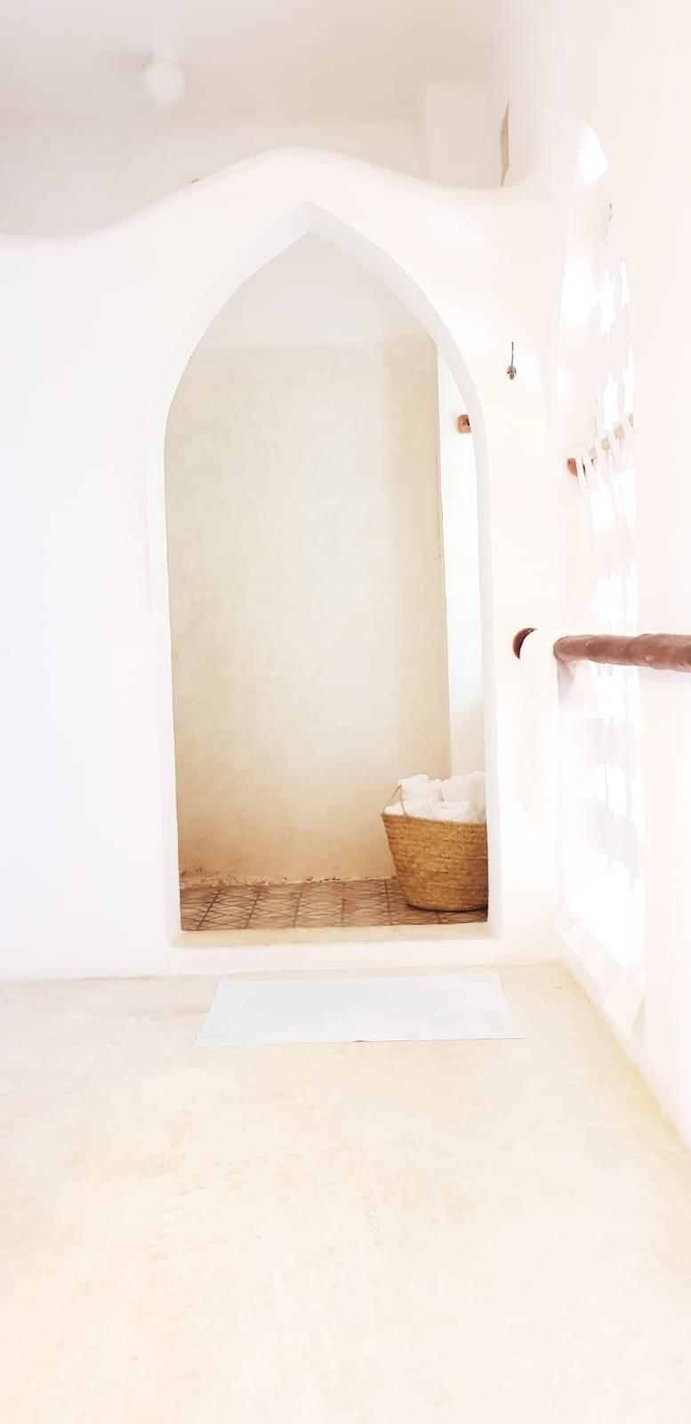 bed 1 shower.JPG