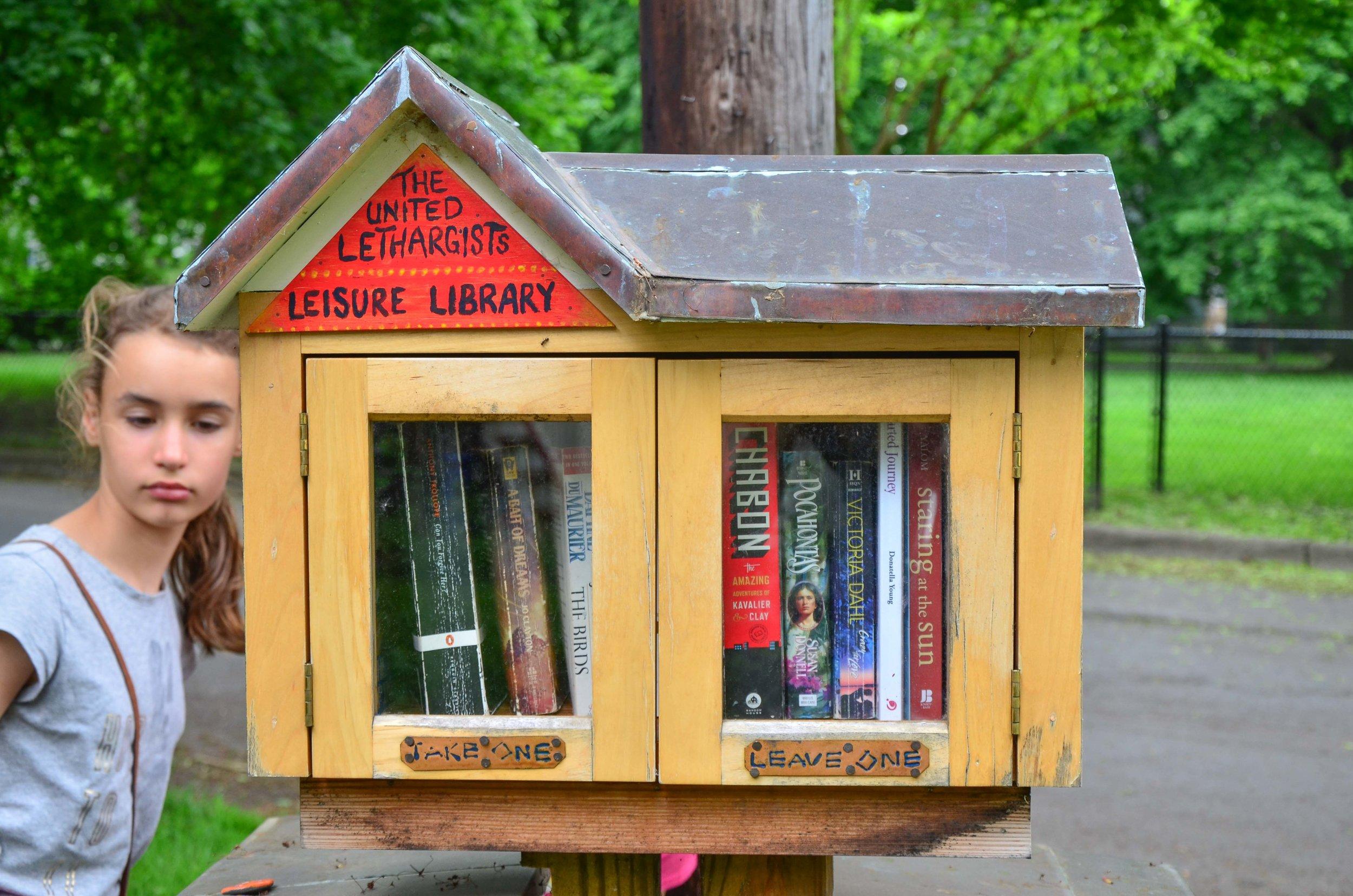 Kleines Nachbarschaftsbüchertauschhaus