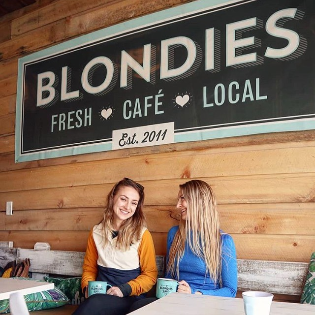 That look you get when the latte art is on point and you don't know what day of the week it is because your on Vacation ☕️🙋🏼‍♀️ . . . . . . Where would you take your next vacation? Lake life vs Mountain adventures 🏄‍♀️ 🏔  Thanks @kristenmaylala for making us a stop on you #banffnationalpark getaway! #canmore #onlyatblondiescafe