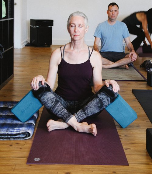 - Arrive into a comfortable, cross-legged seat. Engage in the elongation of your spinal column, the ascension of the crown of your head, and the easeful closing of the eyelids. Now, begin to feel and focus on the rhythm of your heartbeat and breath.