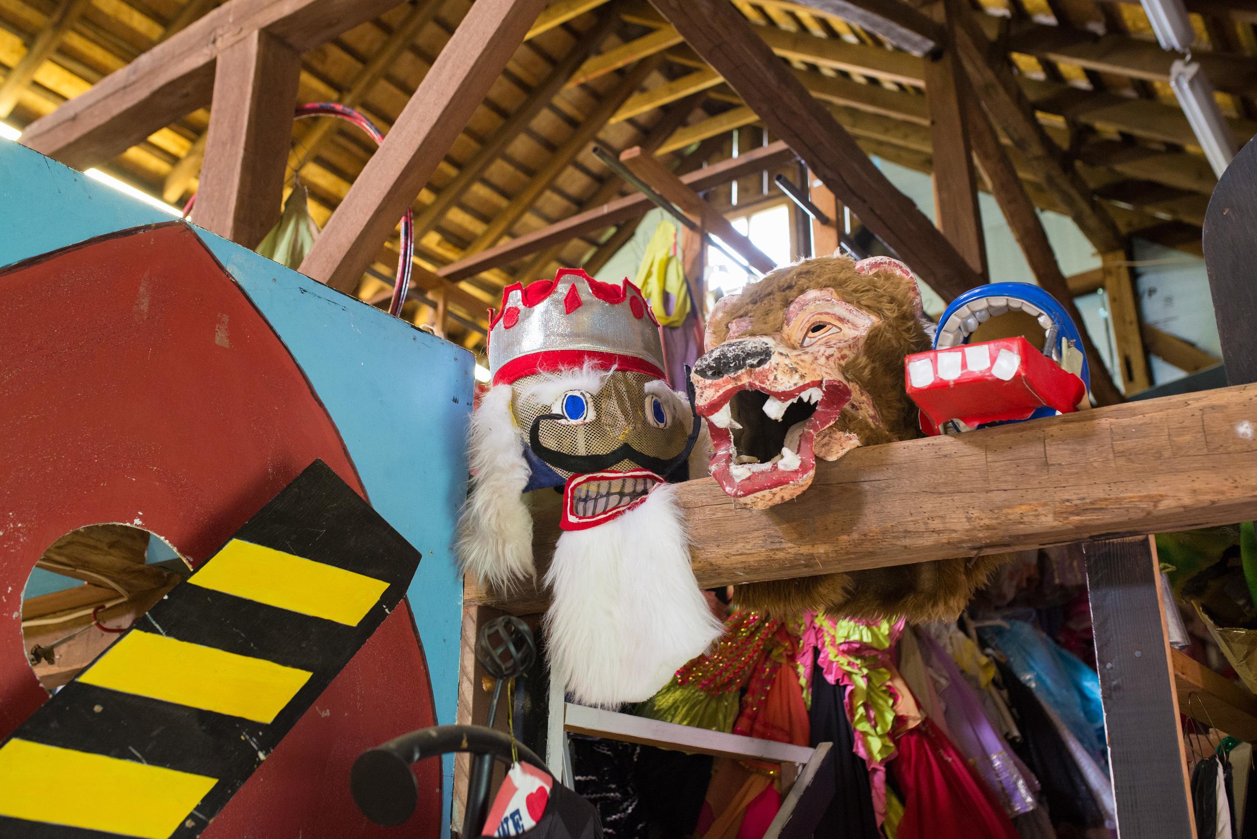 costume barn