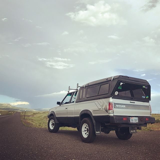 Rocky Mountain high. Made it to the pig roast and back in 4 days. Only 1 blown valve cover gasket, busted oil bell sender thingy, thin air carb tutorials, lost power, leaking everything.... #smokingintotexaswiththehammerdown Thanks to @senderwolf for locking down the #wildernest ! . . . . #rtt #nissan720 #nissan #texas4x4 #overland #runwhatyabrung #justdriveit #colorado #newmexico #texas #oldshit #glamping
