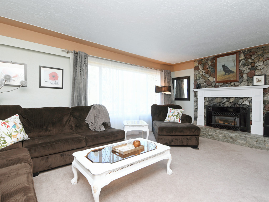Living Room Sidney BC Single Family Dwelling