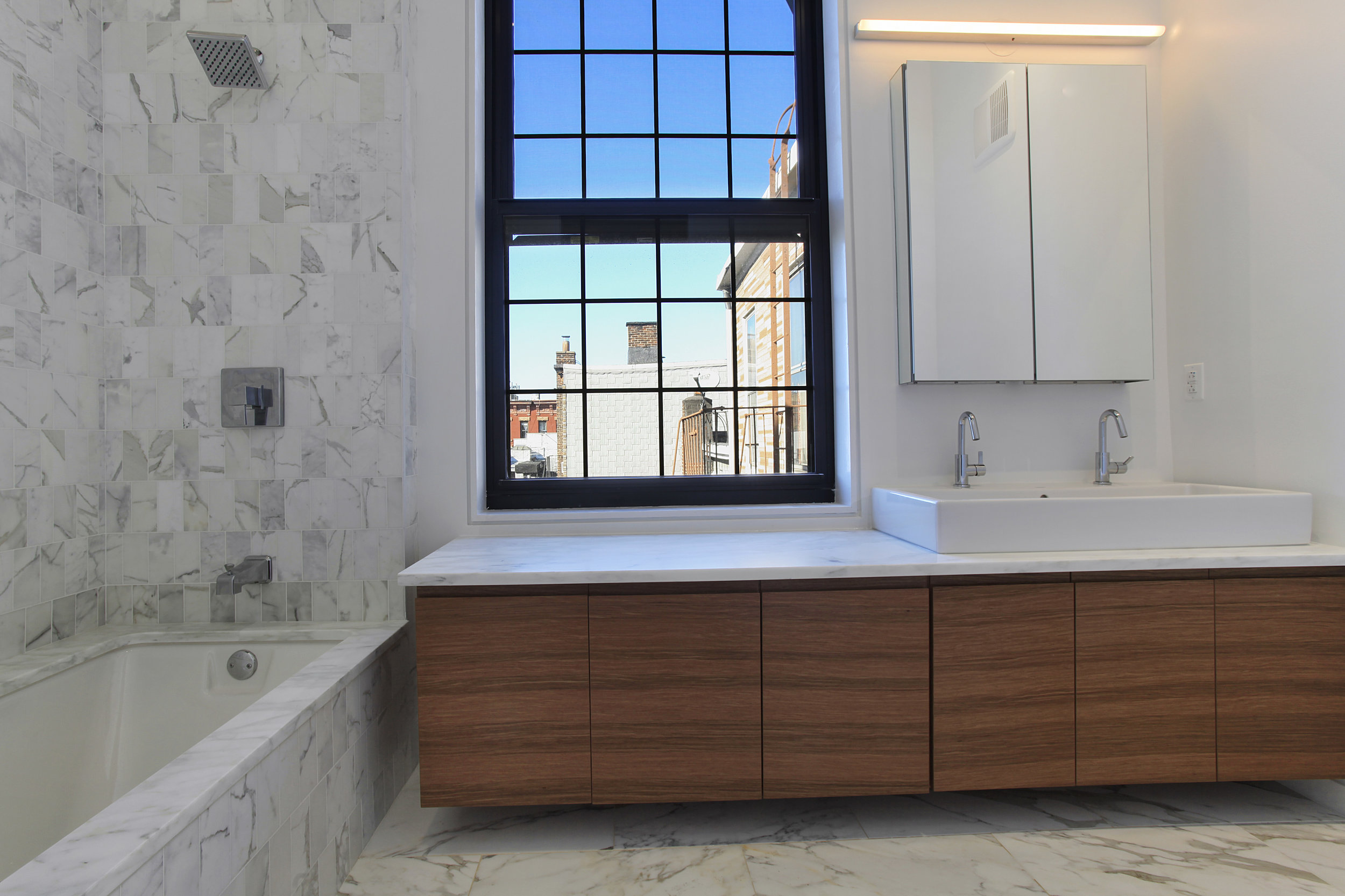 541Leonard-4-master bath.jpg