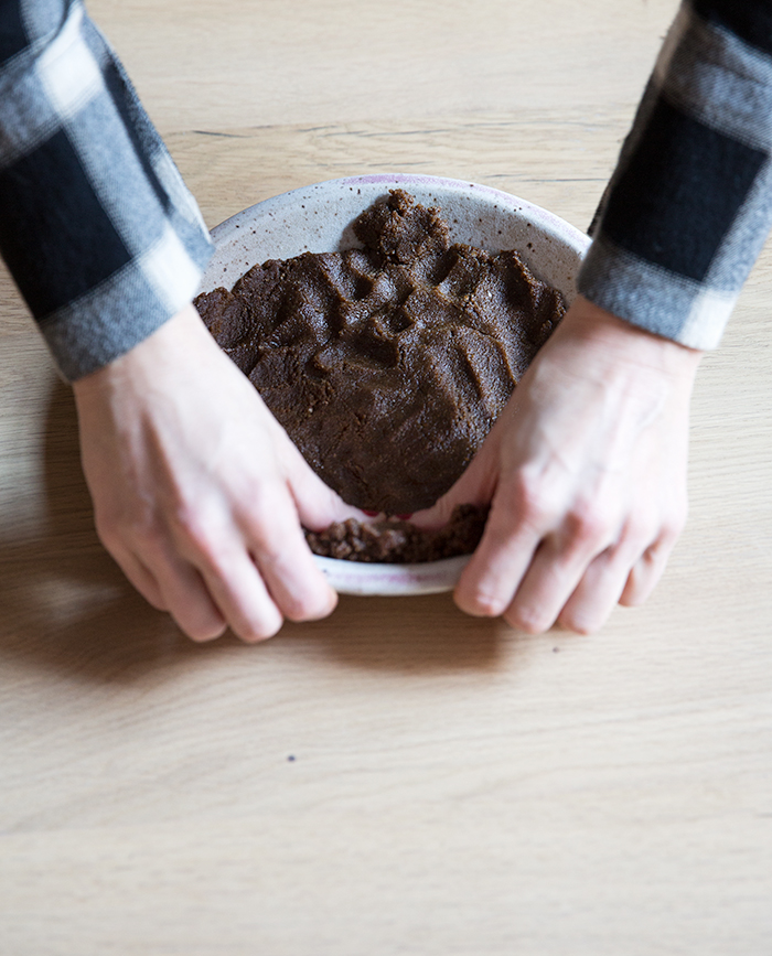 chocolate + mandarin mousse pie with a gingerbread crust (df+gf) | what's cooking good looking
