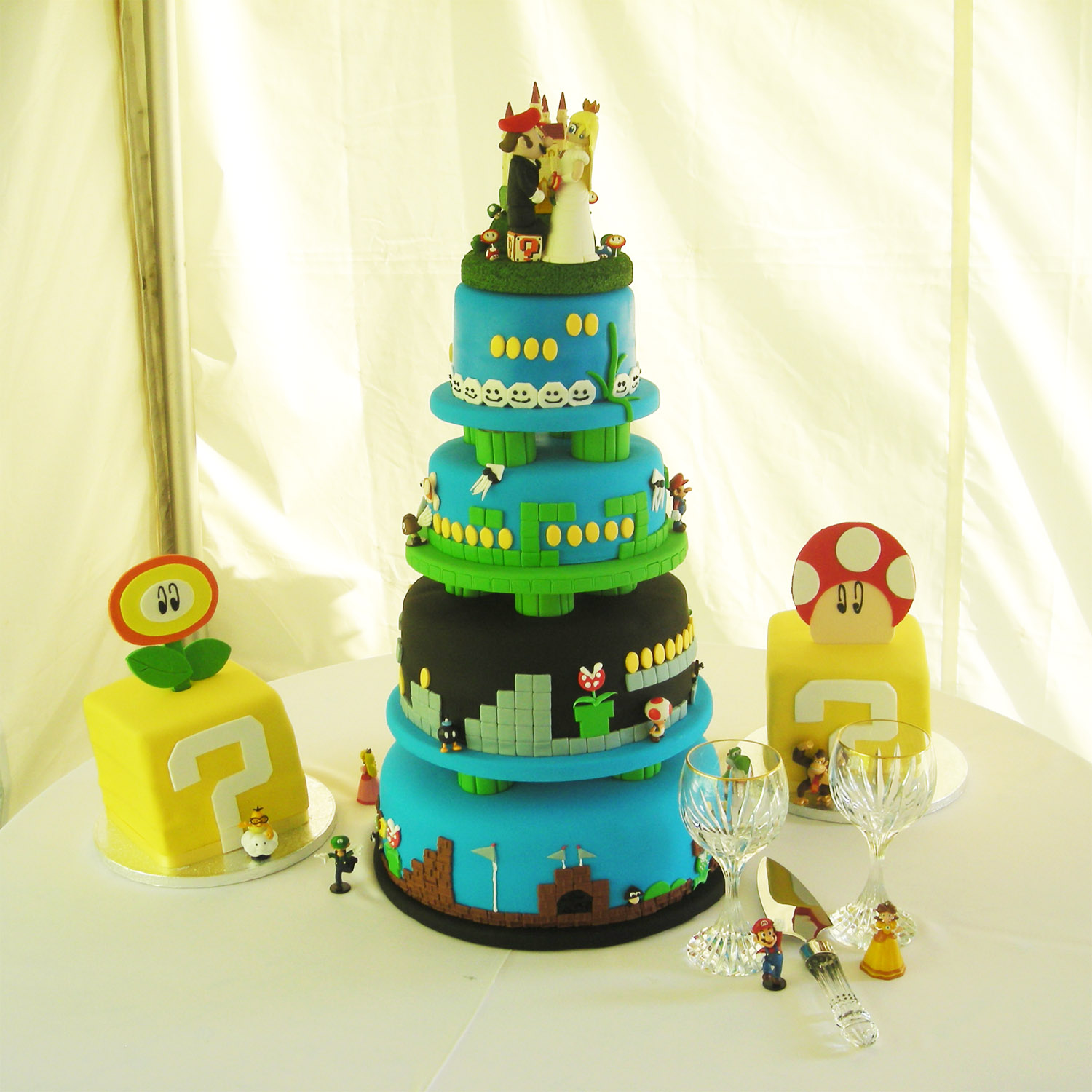 Wedding_cake_mario+princess.jpg