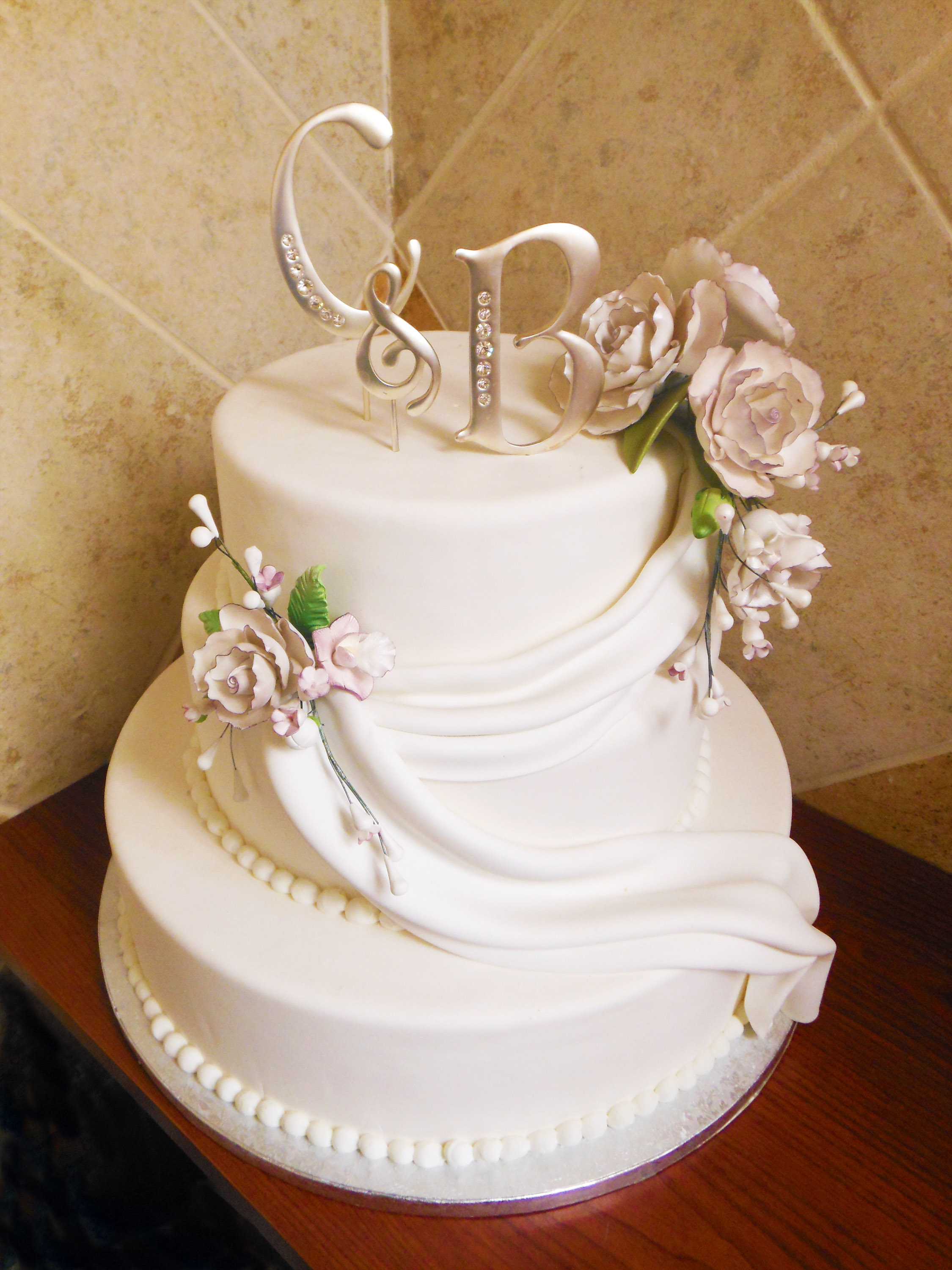 Wedding_cake_fondantdrape.jpg