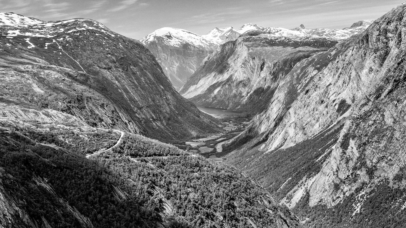 Eikesdalen med deler av Finnsetlia, tatt fra Aurstaupet (Foto:  Simo Räsänen )