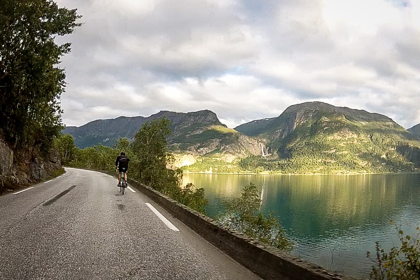 vegtur_lustrafjorden_rundt5.jpg