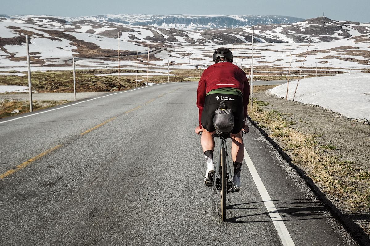 Hardangervidda - Veien går over Nord-Europas høyeste fjellplatå og kan ha ugjestmildt værforhold. Men veien er voldsomt fin.Se Hardangervidda →