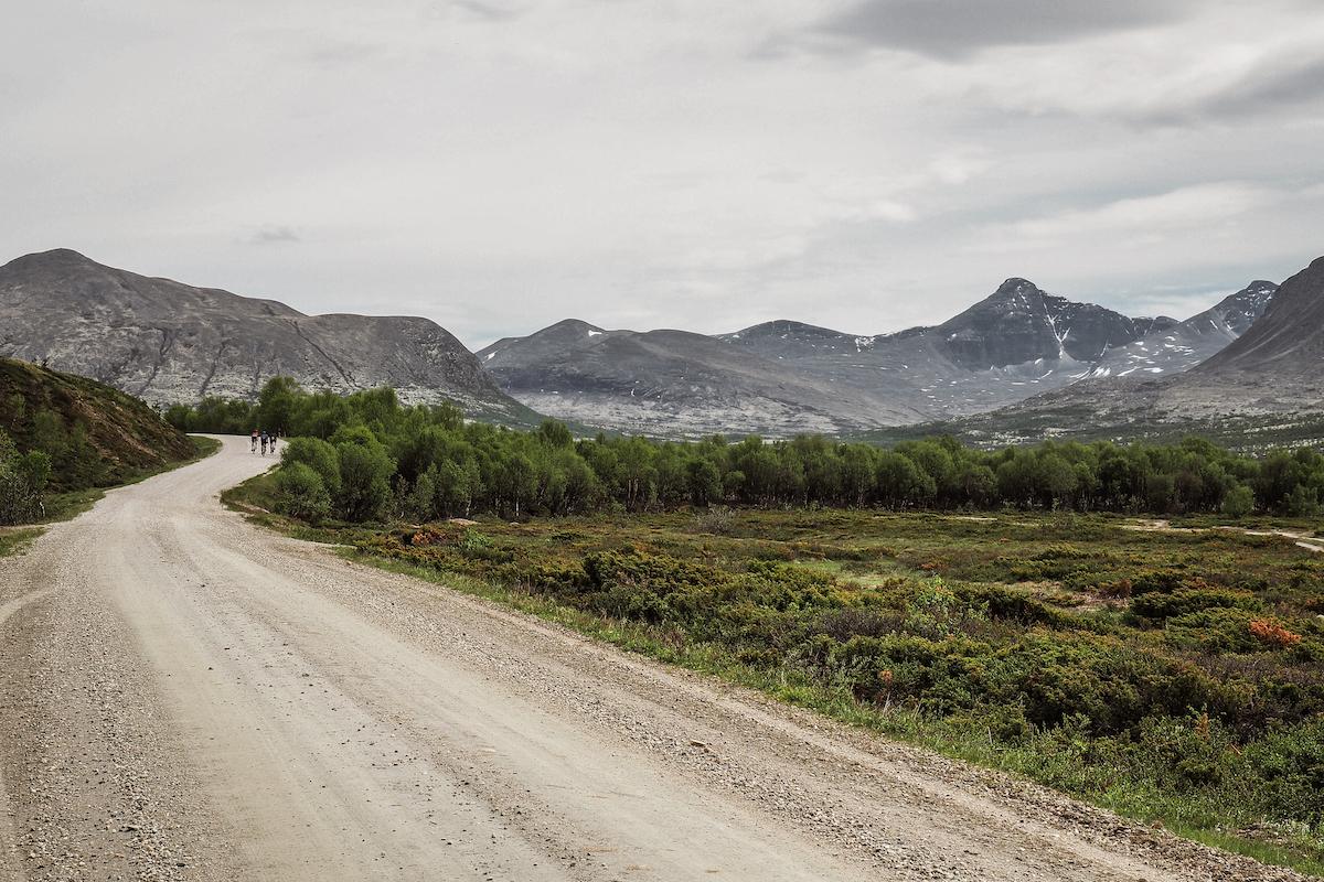 Grimsdalen - Bak Rondeslottet ligger Grimsdalen, Norges lengste seterdal med utsikt innover Rondane. Rømmegrøt og spekemat venter på Grimsdalshytta.Se Grimsdalen & Rondane rundt her →