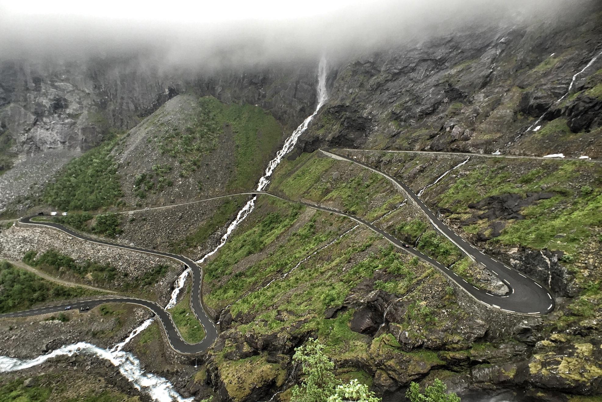 Trollstigen - Velkommen til Norges mest kjente serpentiner. Selv Olav den Hellige har klatret Stigen, det kommer tusentalls turister hit hvert år. Dette er blant Norges mest klatrede bakker.