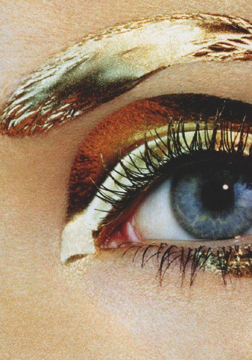 Gold eyebrows and eyeshadow