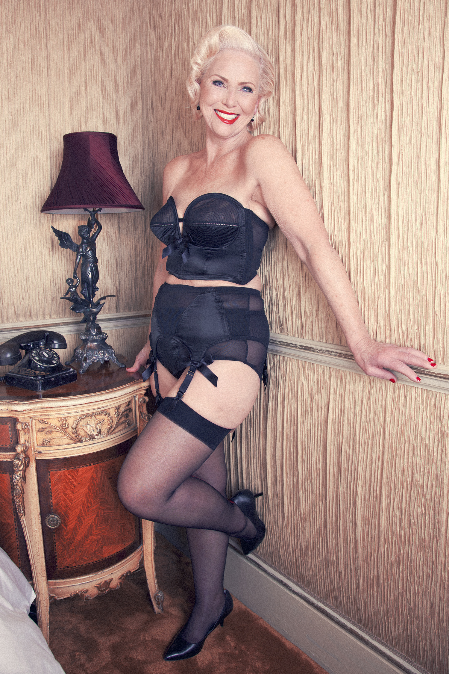 Lina rocking the Bettie Page Overwire Set