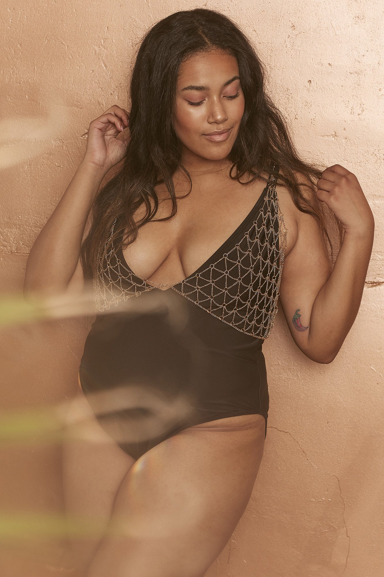 WWS182BC_Gold_chain_swimsuit_black_curve_3.jpg