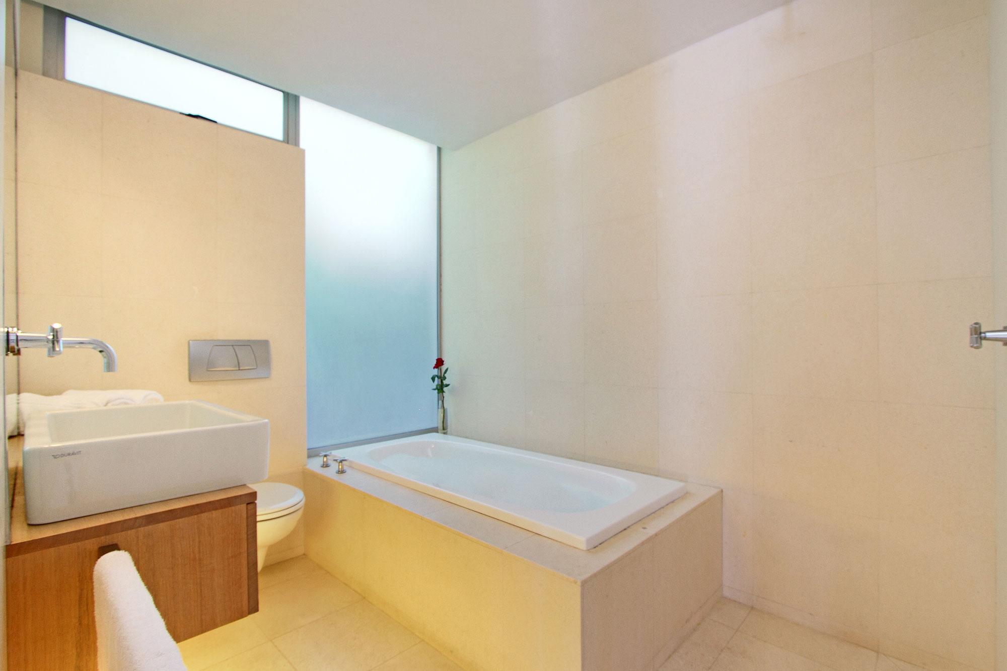Bedroom 2 – ensuite bathroom