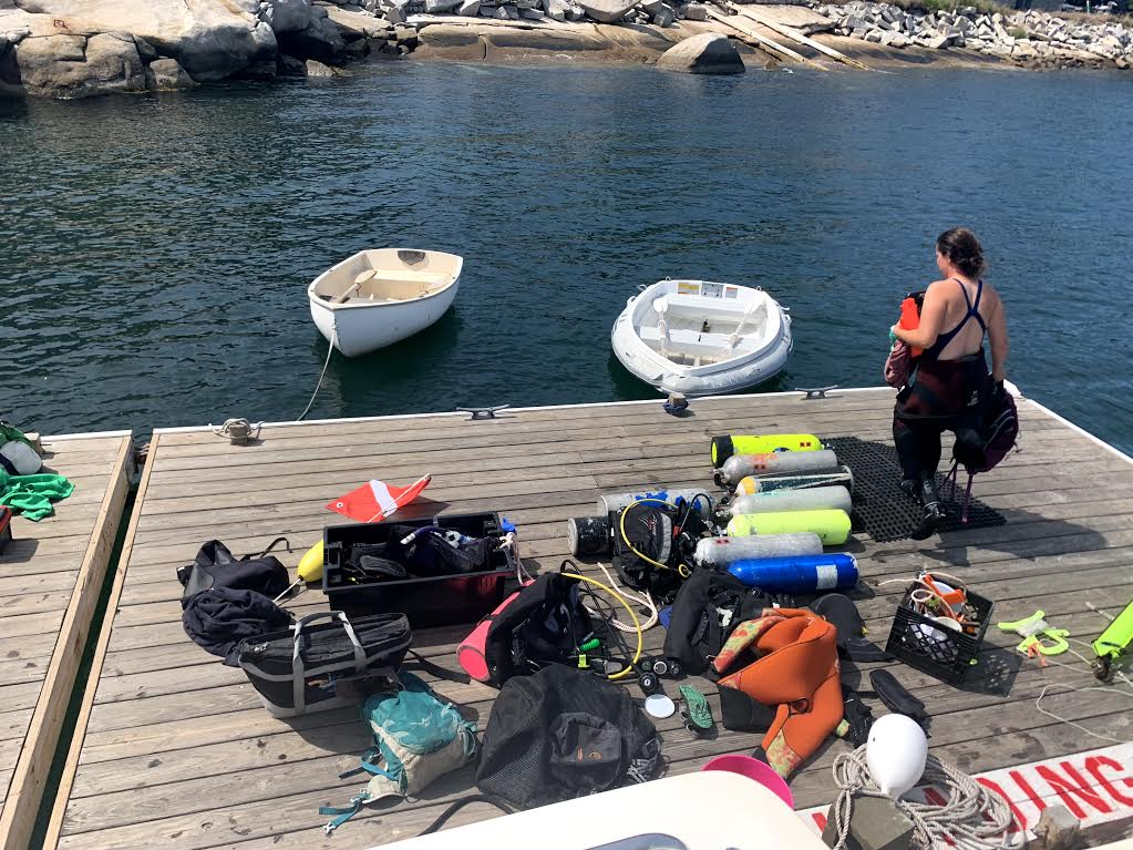 How much gear do 4 divers need?