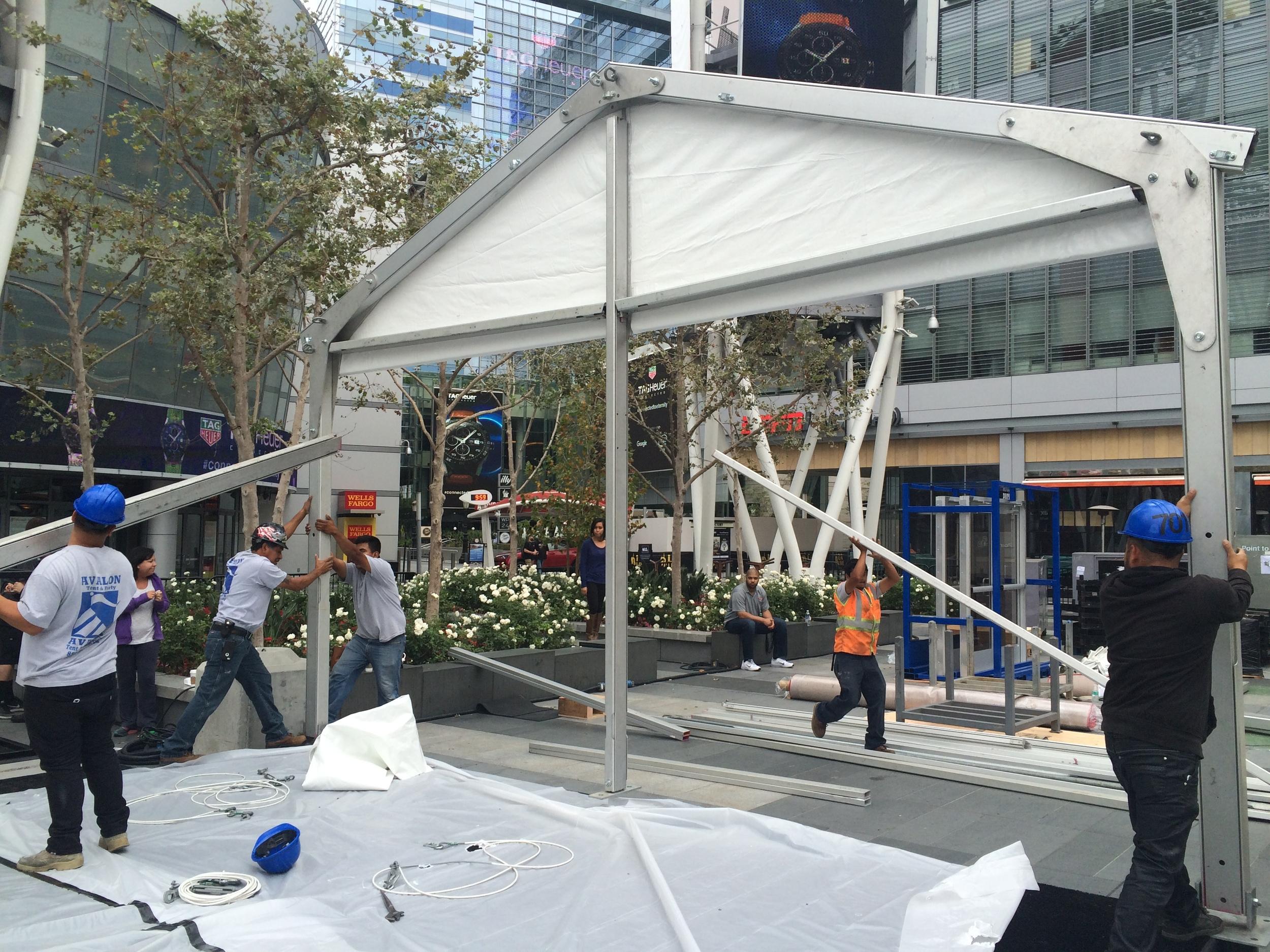 logistics-setting-up-large-tent