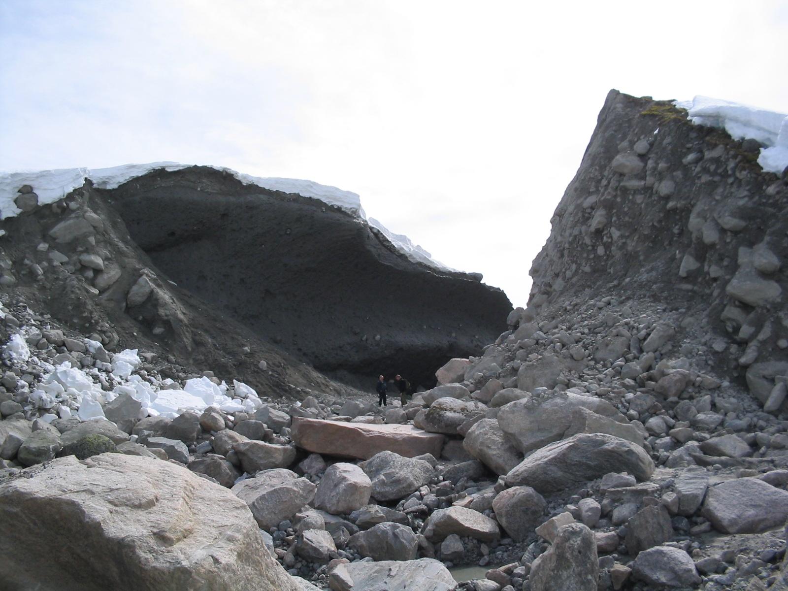 Opninga i moreneryggen 11.05.2004 . Foto: Anders Jarle Muldsvor, NVE.
