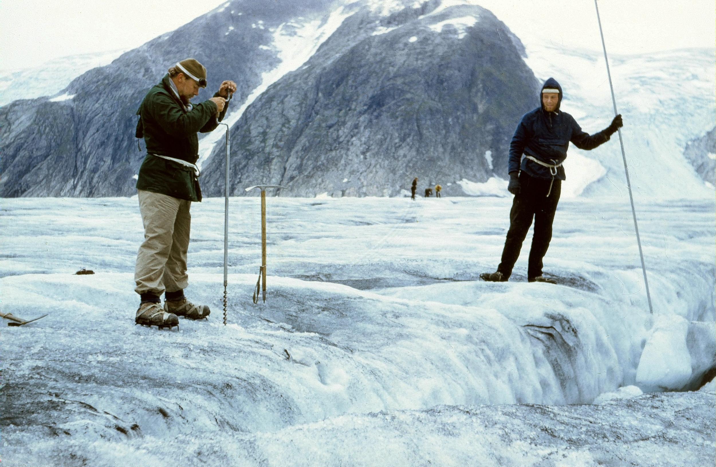 Tunsbergdalsbreen 1959. Foto: John Price.