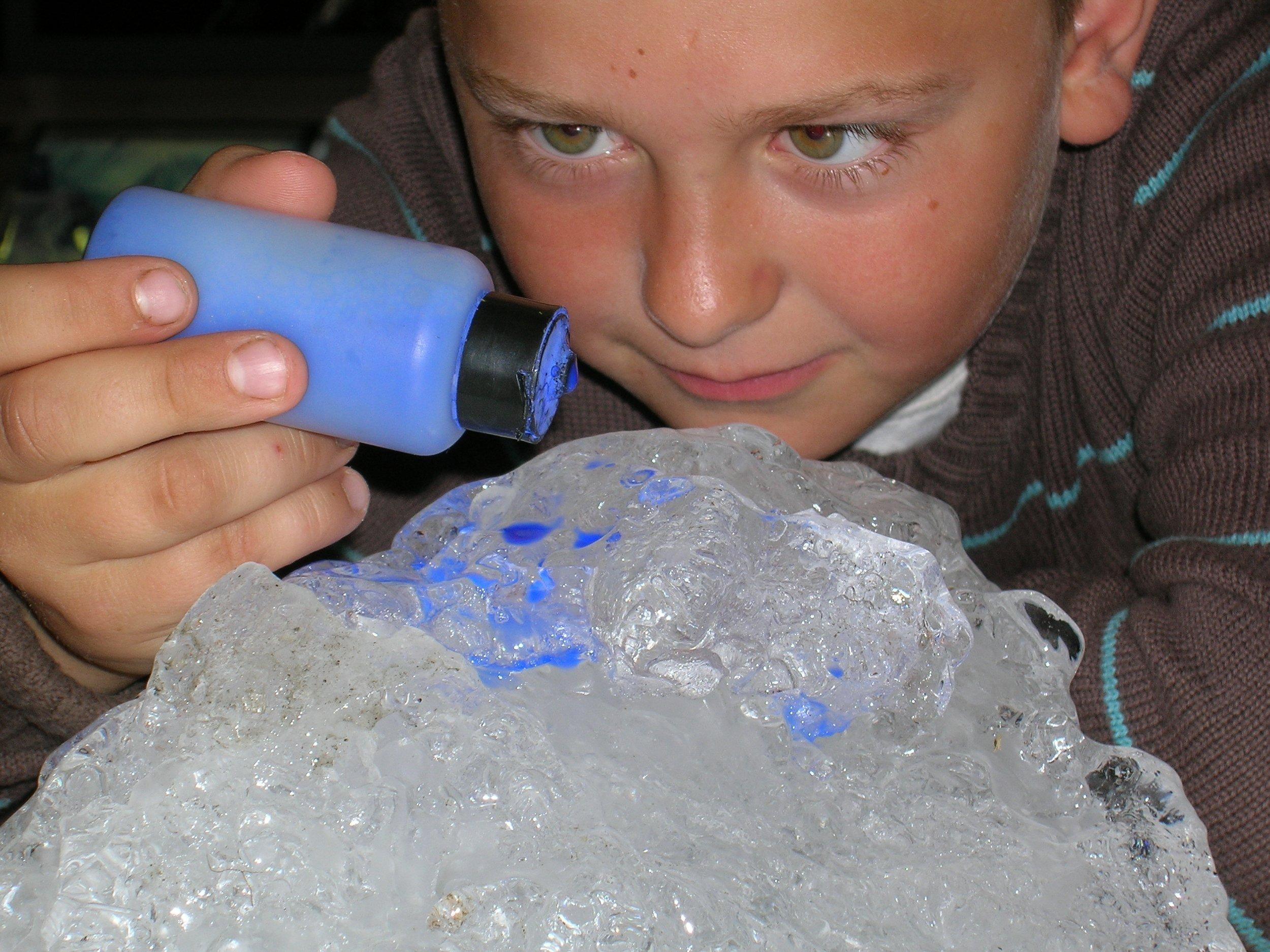 Expériences avec de la glace.