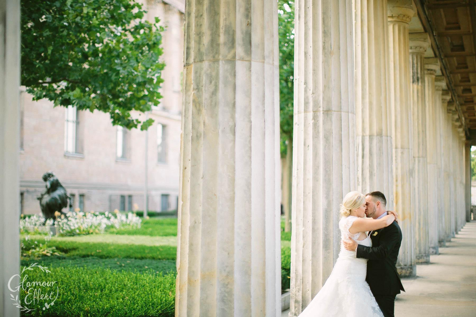 Kreative Ideen für Brautpaar Fotoshooting Hochzeit in Berlin (Museumsinsel)