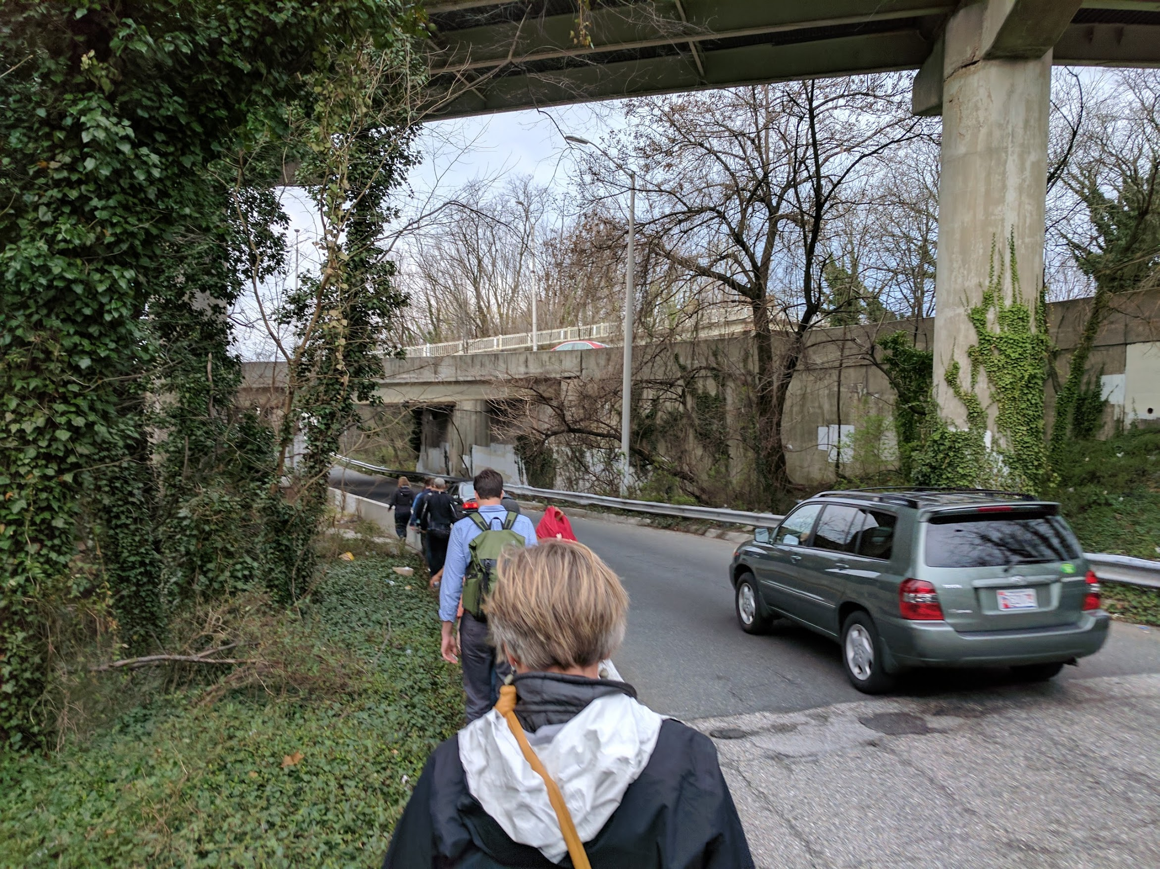 Currently an overgrown, broken sidewalk alongside an I-83 offramp connects to the pedestrian bridge from 28th and 29th Streets