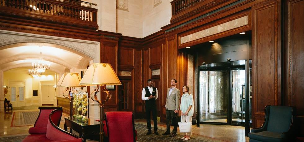 Hotel Macdonald Lobby