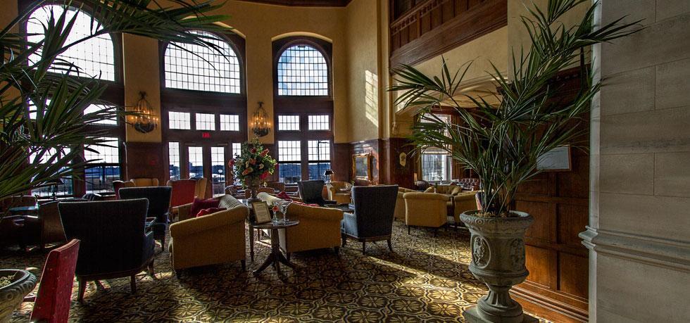 Hotel Macdonald Lounge