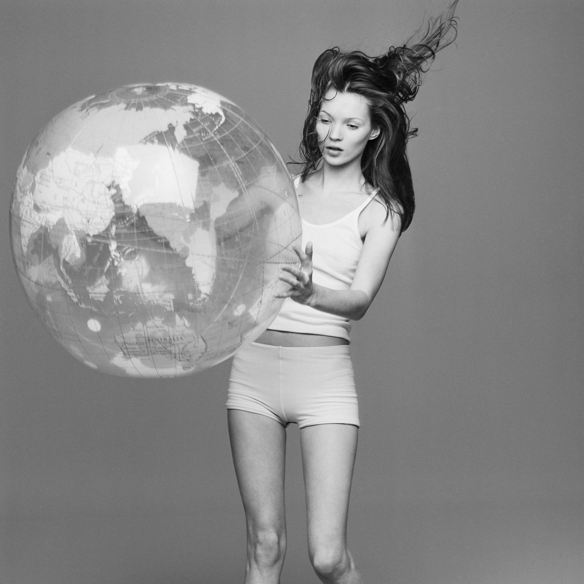 kate+moss+with+the+world+by+patrik+andersson-1.jpeg