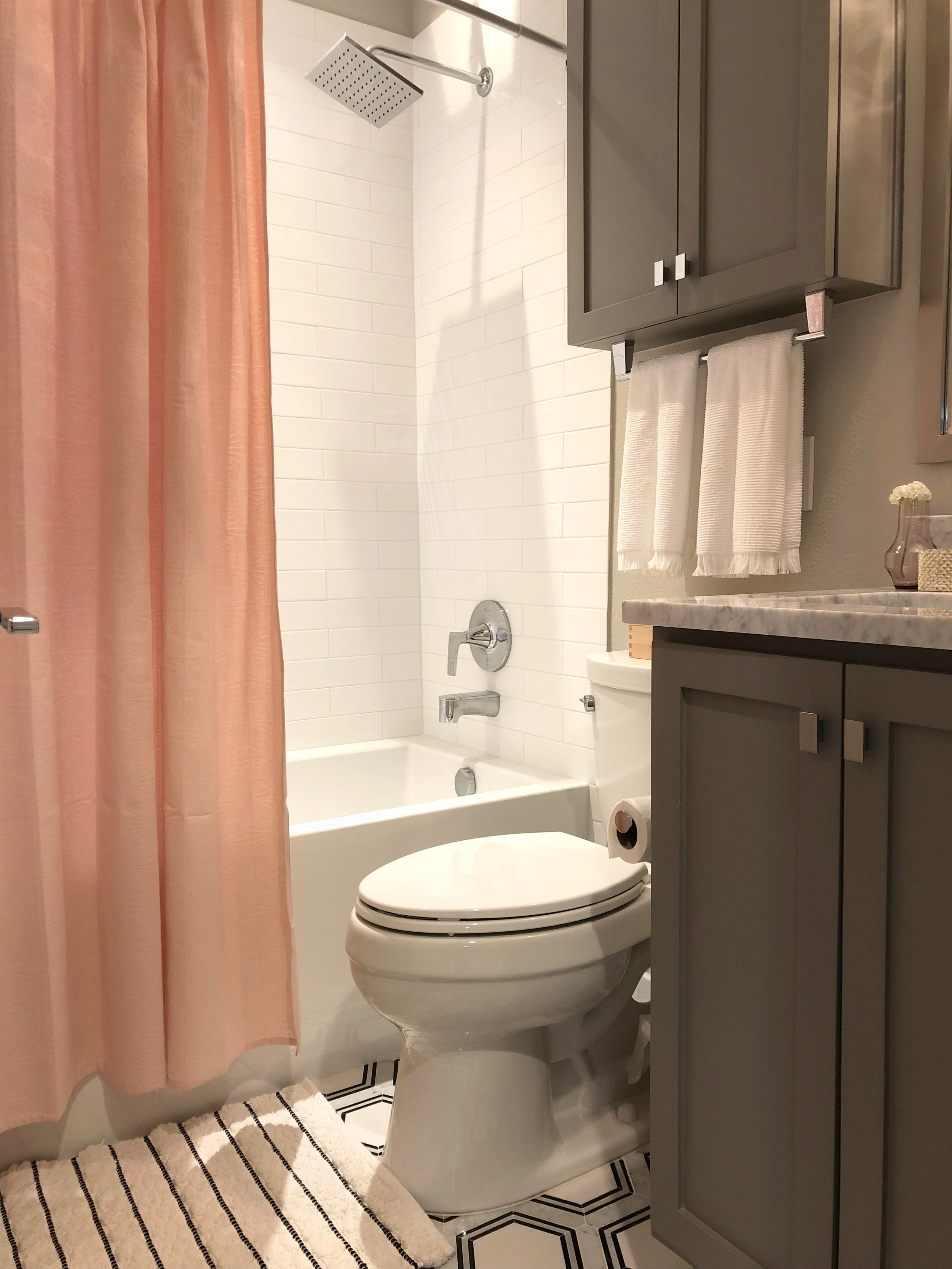 Bathroom Guest Hinton.jpg