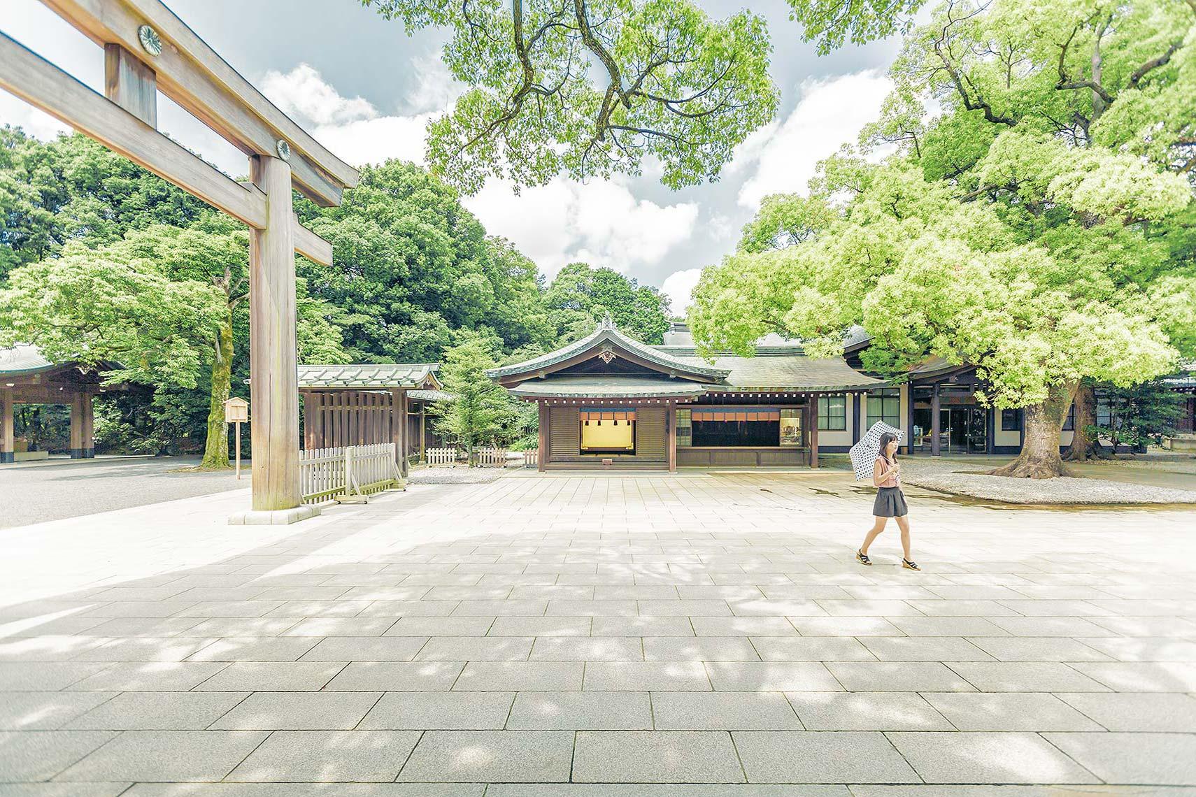 Meiji_Shrine_Girl_V1.jpg