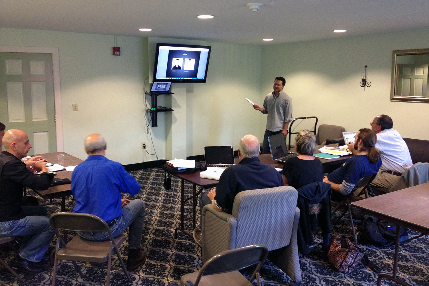Andy presenting at Click Workspace in Northampton, MA during a Lean Launchpad workshop.